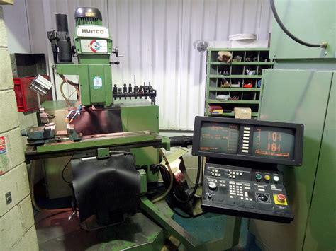 hurco km  axis cnc knee milling machine st machinery