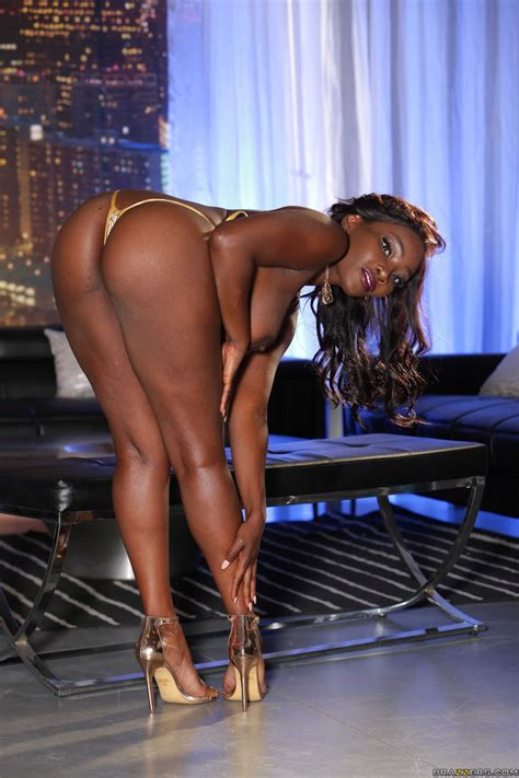 Hot Ebony Stripper Gets Invited To A Threesome Photos