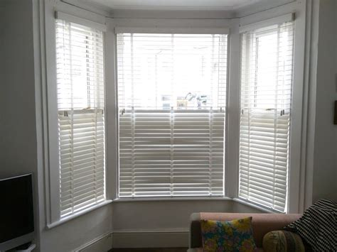 chalk wood venetian blinds  bay window brighton