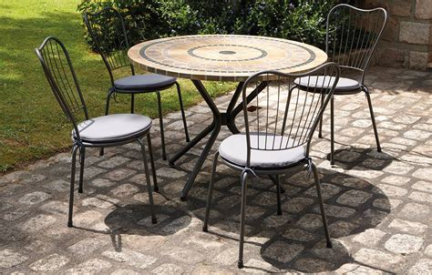 table jardin chaises awesome table ronde de jardin en mosaique gallery