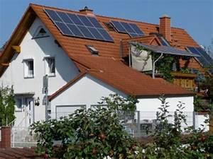 Solaranlage Einfamilienhaus Kosten : steuer f rderung foto haus mit solaranlage archiv ~ Lizthompson.info Haus und Dekorationen