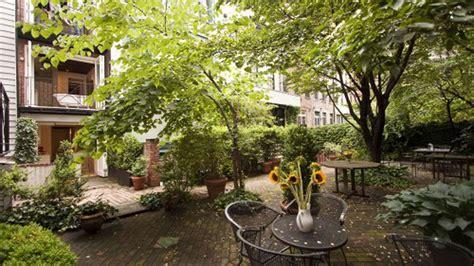 nycs narrowest house   surprisingly big backyard