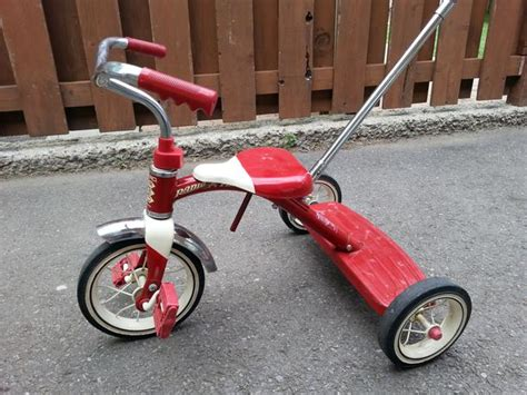radio flyer metal tricycle red  adjustable guide bar