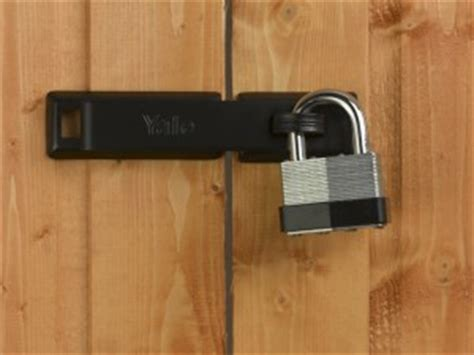 fitting  hasp  staple   padlock
