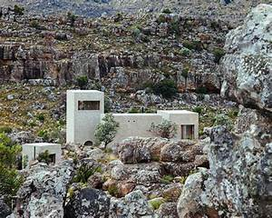 wolff architects blends mountain house with south african ...