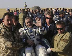 Soyuz capsule returns ISS astronauts to Earth - Photo 1 ...