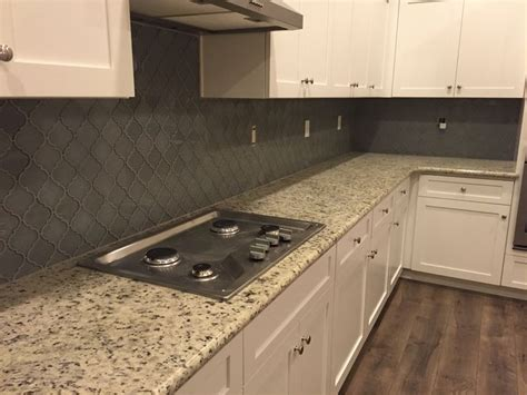 white dallas granite white shaker cabinets arabesque grey