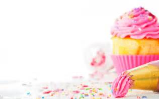 cup cake stands cupcake bakery wallpaper