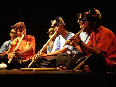 Itulah ulasan tentang 21 alat musik melodis : S a l u a n g   ASOSIASI REMAJA MINANGKABAU