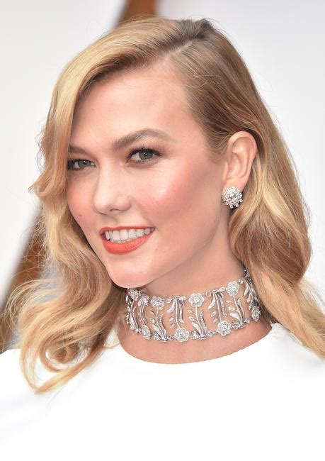 Closer Look Jaw Dropping Jewels From The Oscars