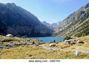 Lake Lac de Gaube, Cauterets, Midi-Pyrénées region ...