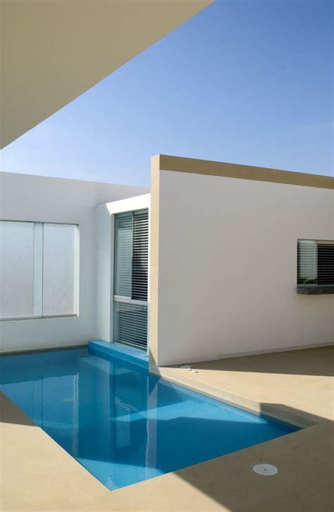 modern small beach house design  peru  javier artadi