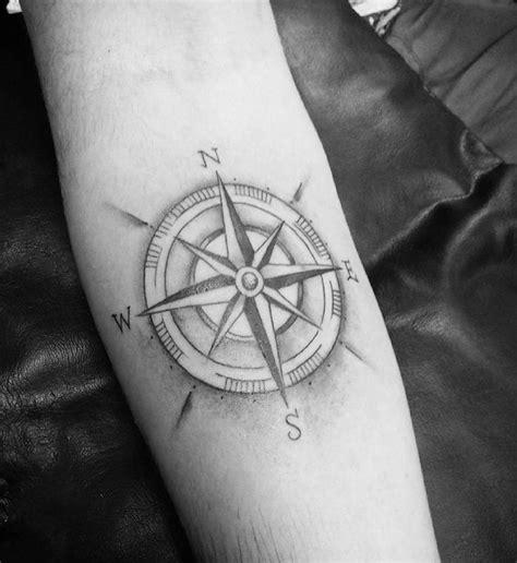 tatouage rose bras homme