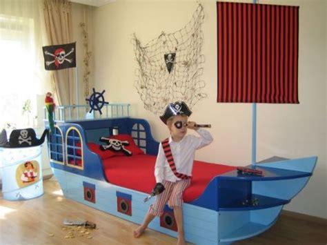 chambre bateau pirate lit de pirate