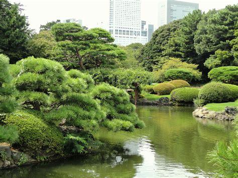 shinjuku gyoen national garden wow check out this beautiful shinjuku gyoen national