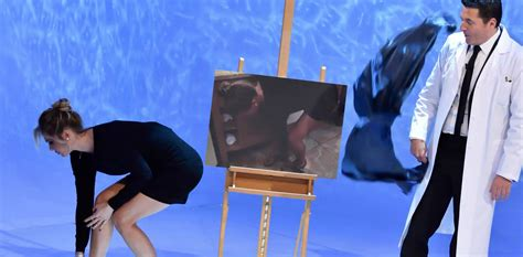 ilary blasi doccia a le iene le foto rubate di ilary blasi nuda