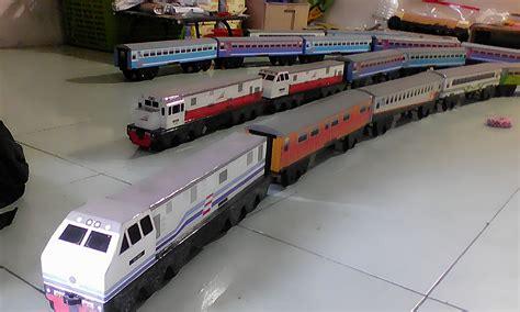 miniatur kereta api mainan kayu