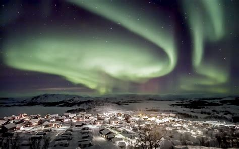 Luxury Holidays Lapland | Northern Lights, Sledding & More!
