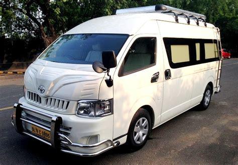 seater toyota commuter van rental delhi toyota
