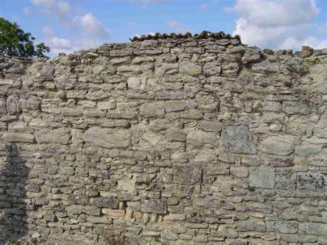 r 233 novation murs en pierres apparentes refaire les joints comment utiliser la chaux conseils