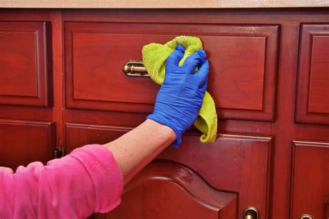 how to clean my kitchen cabinets 7 ways to keep your kitchen cabinets clean looking new 8574