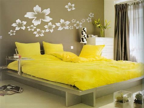 Decorating Ideas For Yellow Bedrooms yellow bedroom ideas do it yourself bedroom decorating