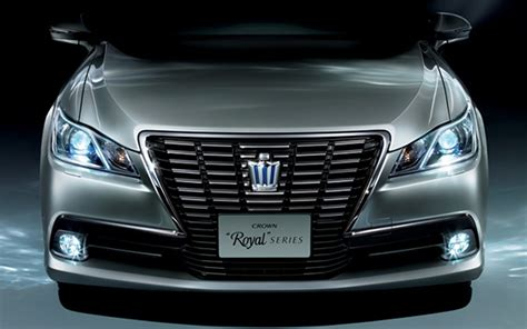rear drive toyota crown launched  japan  hybrid