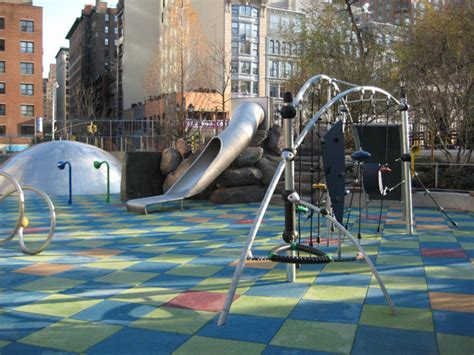 6 nyc playgrounds where climbers can reach new heights 128 | img02 lg