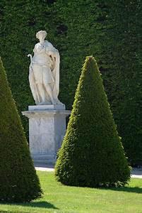 Statue Jardin Design : formal gardens happy buddha breathing ~ Dallasstarsshop.com Idées de Décoration