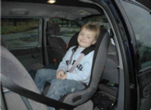 siege auto a quel age quel siège auto choisir selon l âge de votre enfant