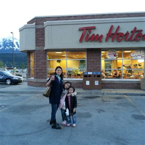 People would love this prestigious café because of the richness of the fresh coffee they brew and serve to each of the customers. Tim Hortons - Coffee Shop in Golden