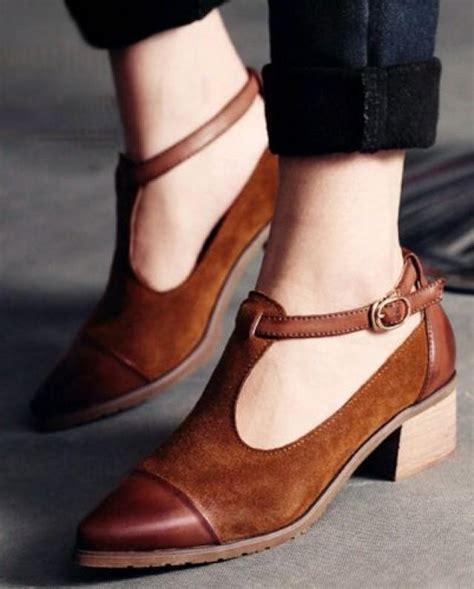pares de zapatos  chicas  detestan usar tacones