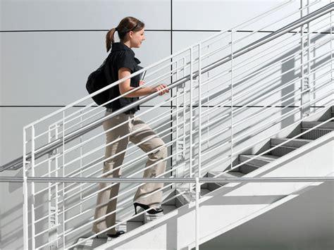 maladies cardio vasculaires monter les escaliers mieux que le sport topsante