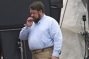 Russell Crowe takes a smoke break from being 'Unhinged'  Russell