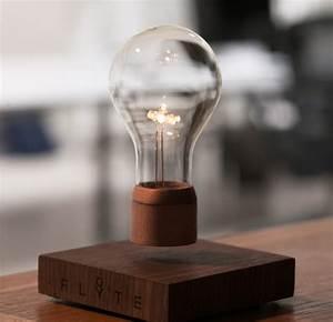 Lampe à Poser Design : lampe poser design qui l vite dans les airs la lampe flyte ~ Teatrodelosmanantiales.com Idées de Décoration