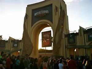 Entrance to Halloween Horror Nights at Universal Studios ...