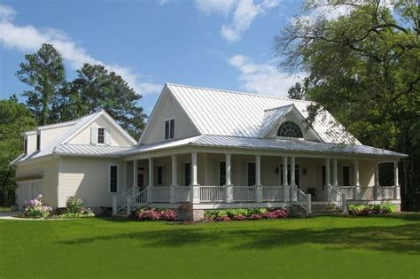 Farmhouse Style House Plan   4 Beds 3 Baths 2553 Sq/Ft