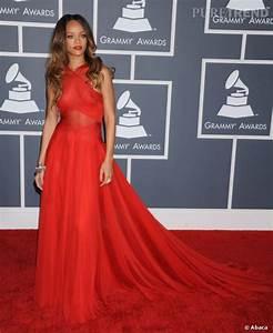 rihanna aux grammy awards 2013 porte une longue robe rouge With rihanna robe rouge