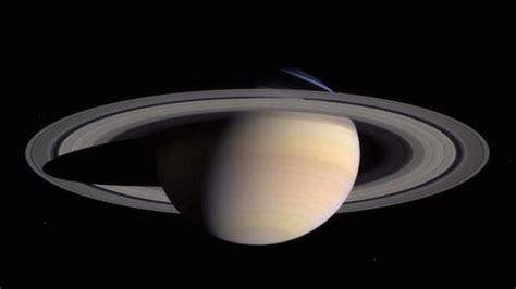 (roman mythology) the roman god saturn. Penampakan Dua Bulan Misterius di Cincin Saturnus - Viral ...
