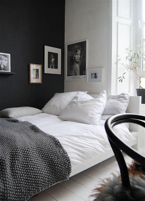 chambre noir et blanche comment utiliser le noir sur les murs visitedeco