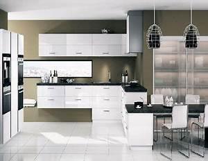 Simplicite et legerete caracterisentla decoration de cette for Idee deco cuisine avec cuisine contemporaine blanche et grise