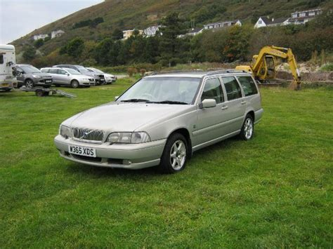 old car owners manuals 2000 volvo s80 windshield wipe control 5 door beige volvo v70 classic estate for sale cars for sale at dyfi yard repairs ltd