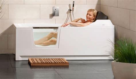 siege de baignoire pour personne ag馥 baignoire avec porte castorama baignoire porte pour seniors personne ag e baignoires pour baignoire ergonomique avec porte install e en moins d
