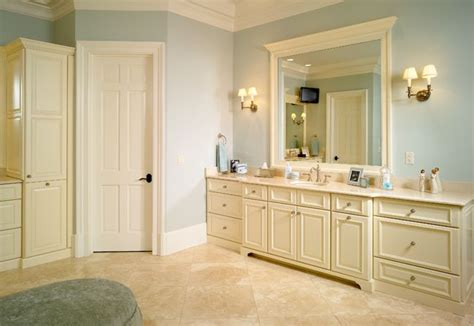 woodharbor cabinets cedar rapids 17 best images about woodharbor cabinetry on
