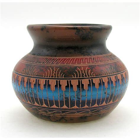 native american navajo vase  marilyn grey native art