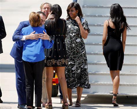 Michelle Obama And Daughters Malia And Sasha Show Off