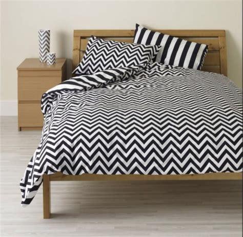 black and white bed linen pajamas monochrome black and white stripes zig zag