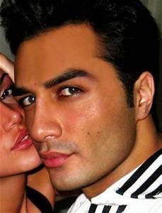 Muslim Male Celebrity: Desember 2011