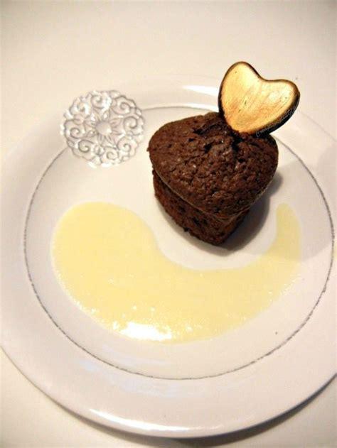 dessert de st valentin fondant au chocolat virgule de cr 232 me anglaise et coeur de chocolat