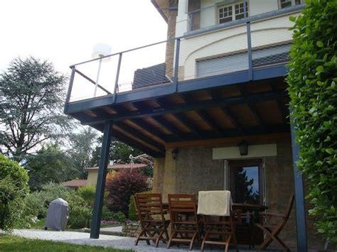 balcon sur structure acier laqu 233 et terrasse en bois